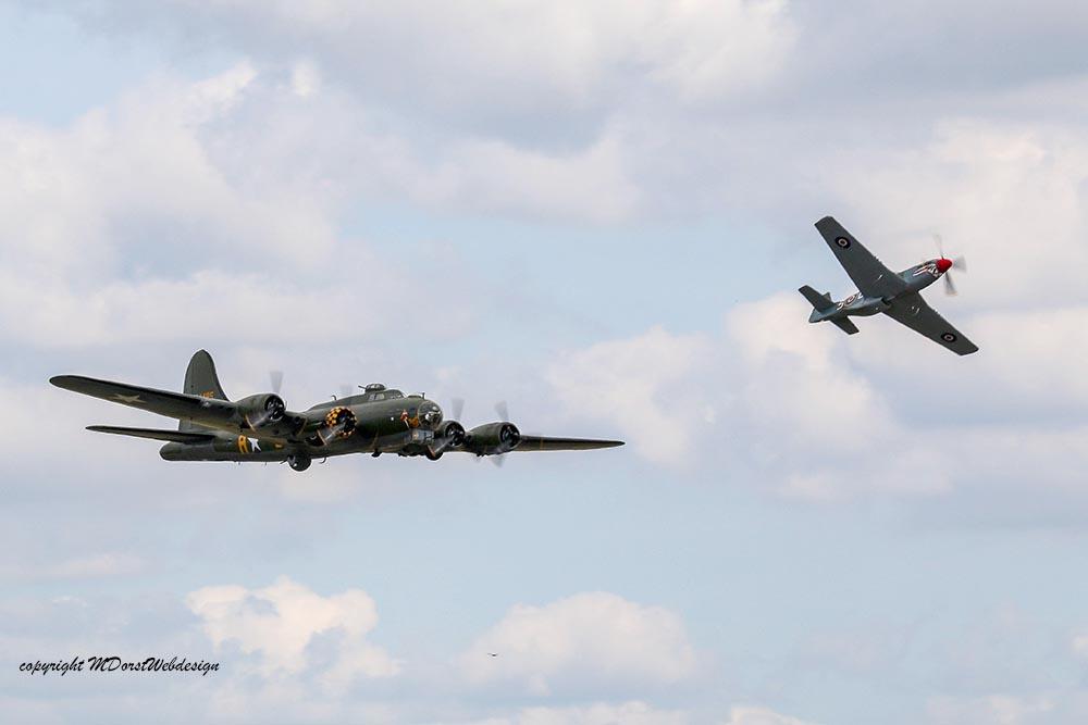 B-17_und_P51_Duxford_20151.jpg