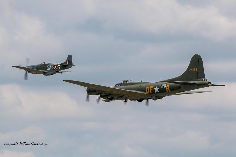 B-17_und_P51_Duxford_201512.jpg