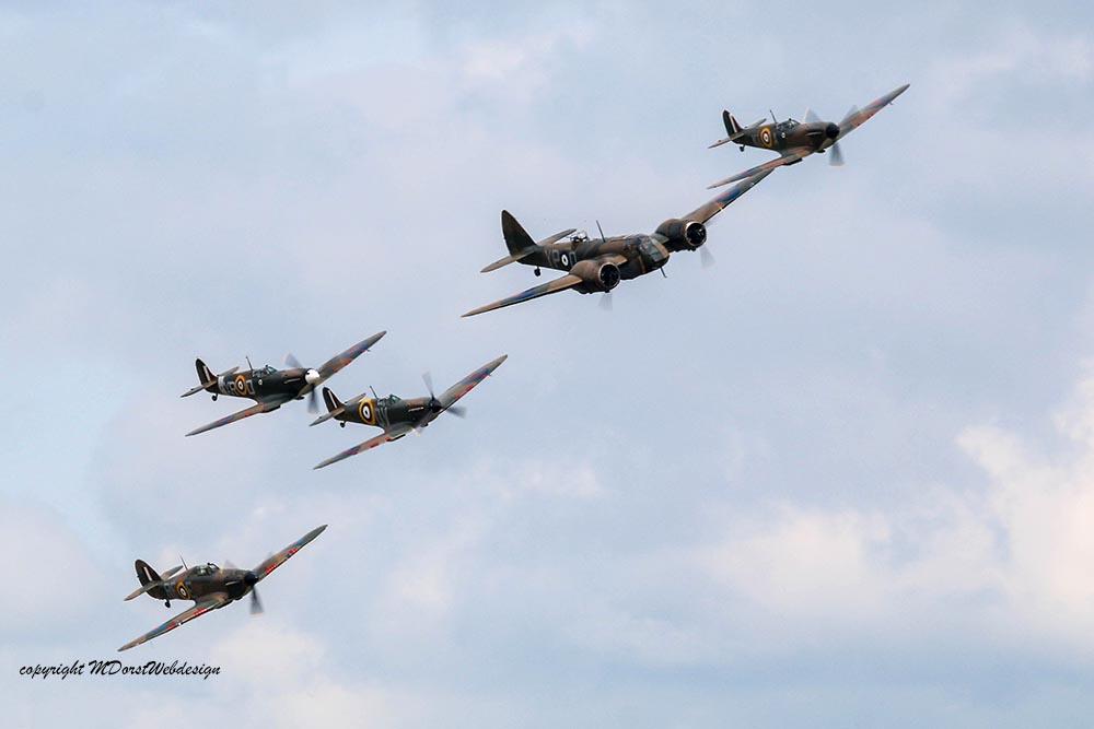 Bristol_Blenheim_Formation_Duxford_201510.jpg