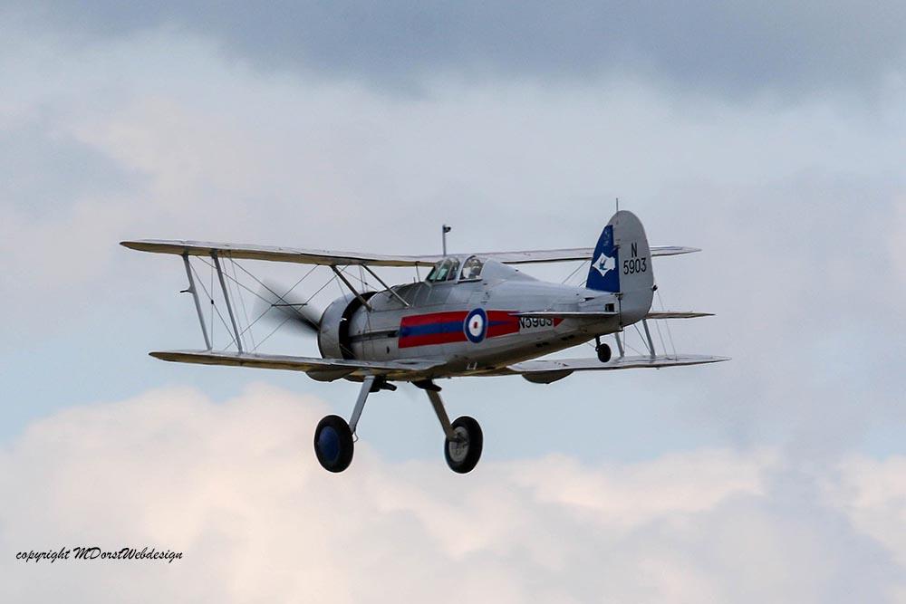 Gloster_Gladiator_N5903_Duxford_2015_10.jpg
