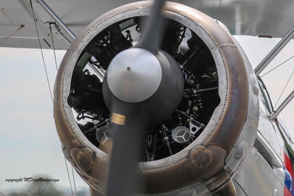 Gloster_Gladiator_N5903_Duxford_2015_8.jpg