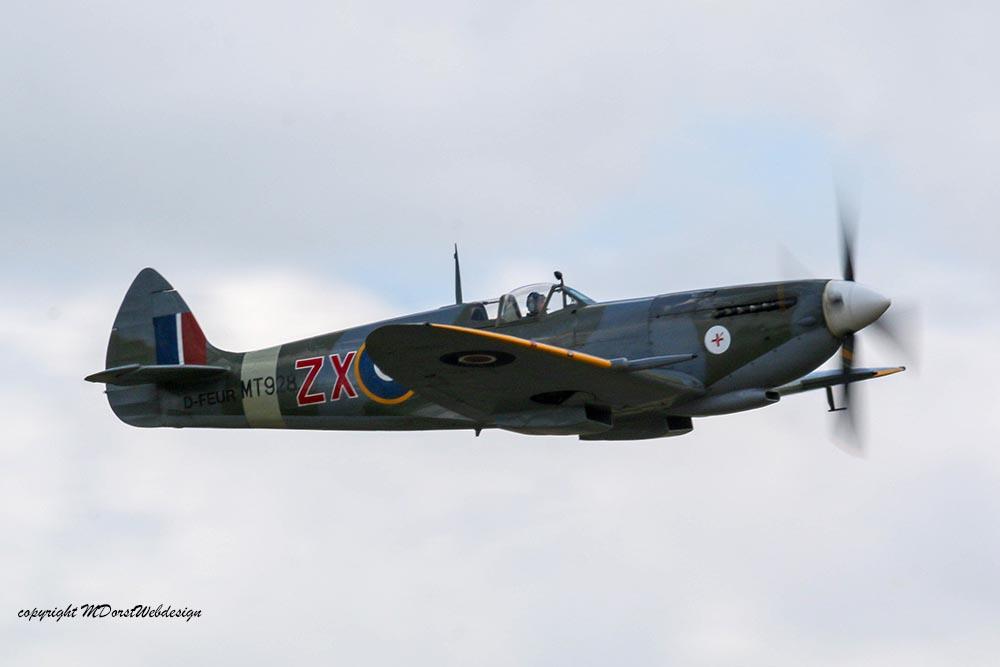 Spitfire_MkVIII_D-FEUR_Dux201516.jpg