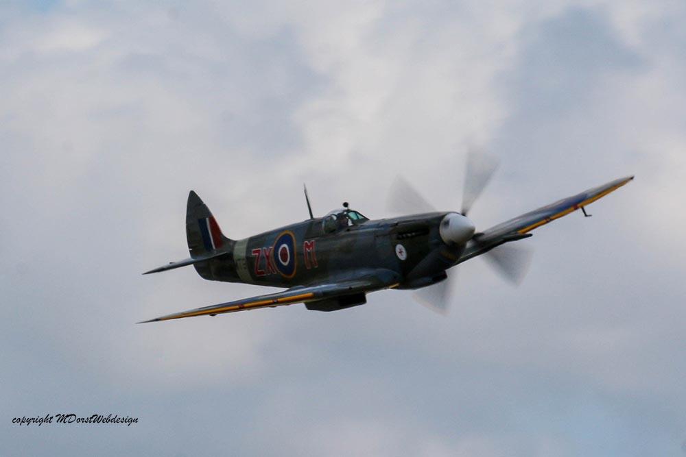 Spitfire_MkVIII_D-FEUR_Dux201517.jpg