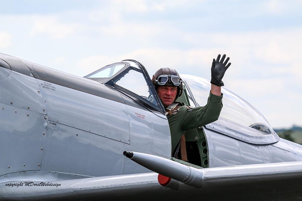 Spitfire_Pilot_late_mark_Duxford_20151.jpg