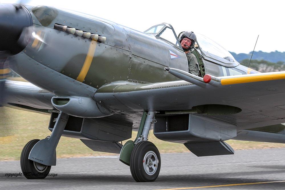 Spitfire_pilots_late_mark_Dux2015_2.jpg