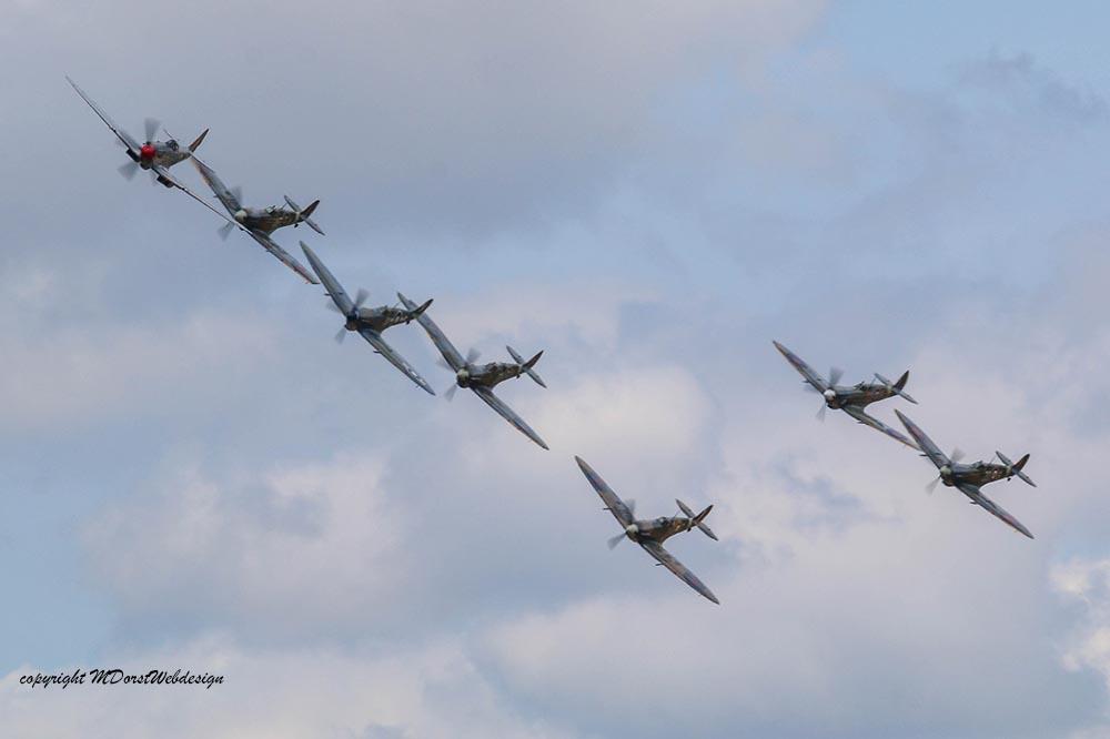 Spitfire_tailchase_Dux2015_10.jpg