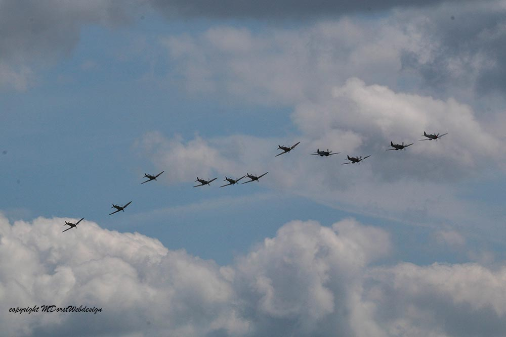 Spitfire_tailchase_Dux2015_12.jpg