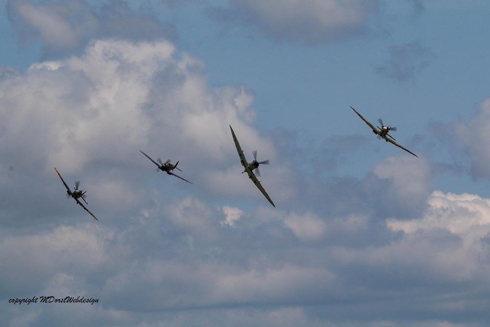 Spitfire_tailchase_Dux2015_3.jpg