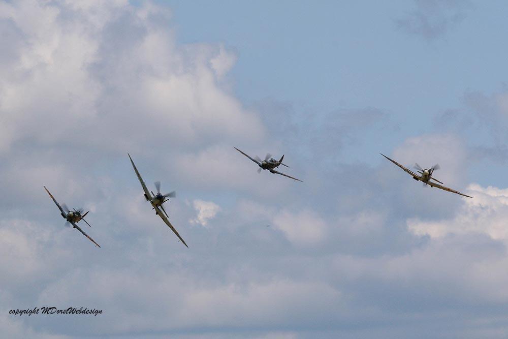 Spitfire_tailchase_Dux2015_4.jpg