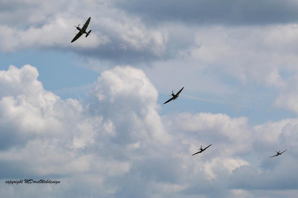 Spitfire_tailchase_Dux2015_5.jpg