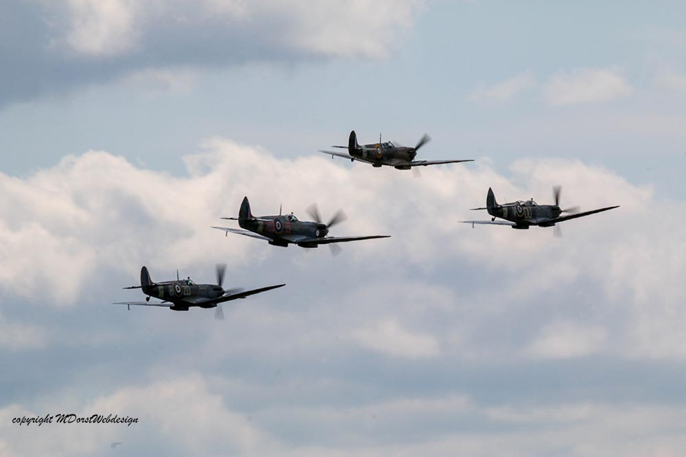 Spitfire_tailchase_Dux2015_7.jpg