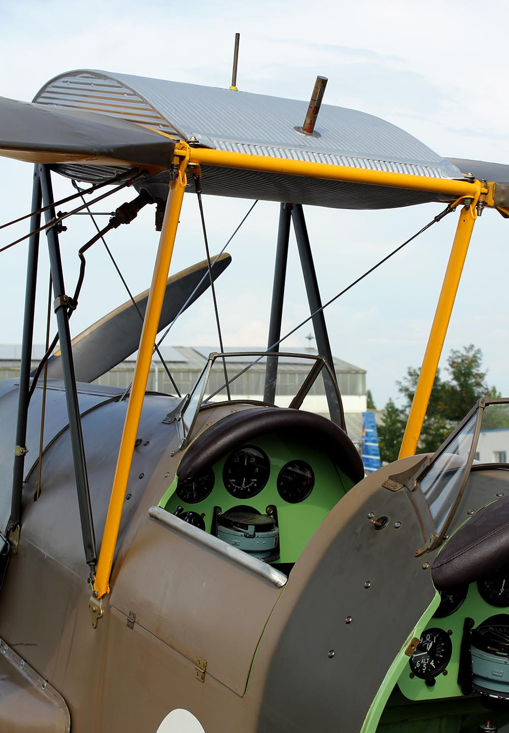 De_Havilland_TigerMoth_D-ECTM_2011-08-2511.jpg