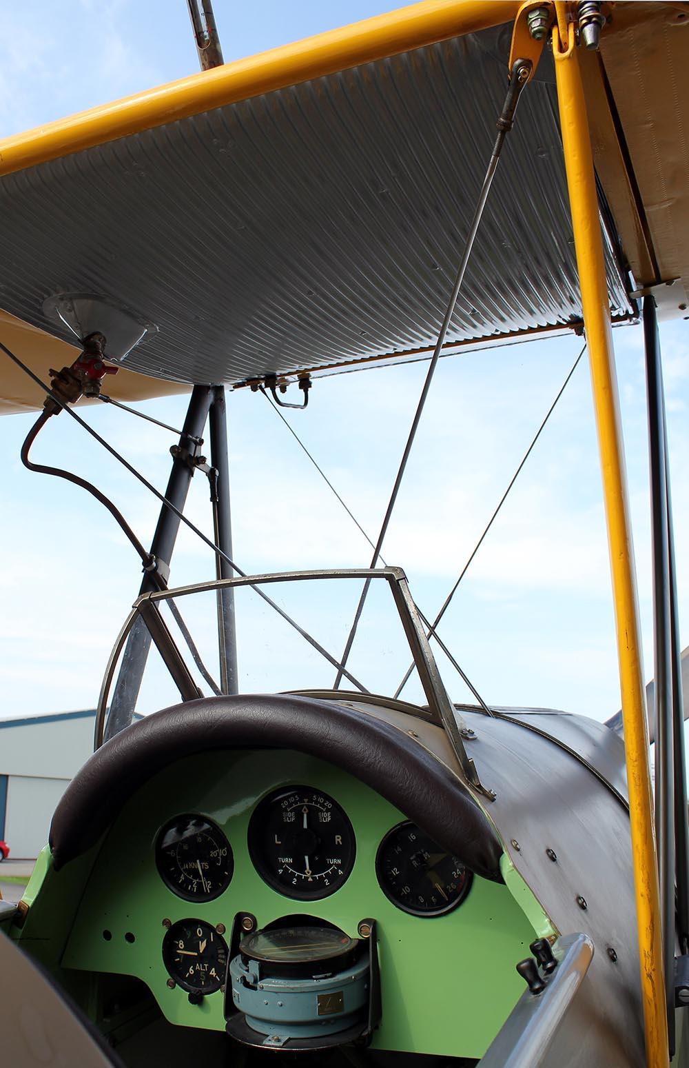 De_Havilland_TigerMoth_D-ECTM_2011-08-2513.jpg
