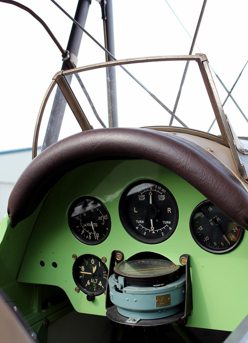 De_Havilland_TigerMoth_D-ECTM_2011-08-2514.jpg
