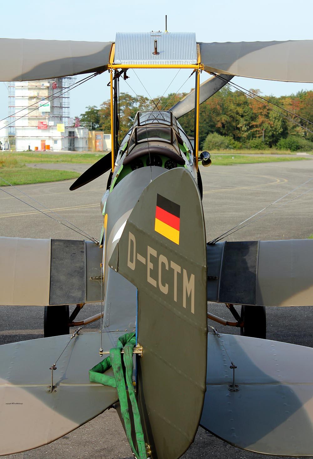 De_Havilland_TigerMoth_D-ECTM_2011-08-2518.jpg