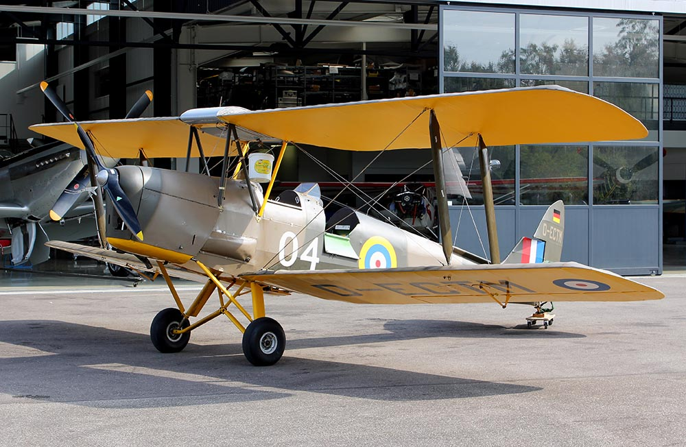 De_Havilland_TigerMoth_D-ECTM_2011-08-2521.jpg