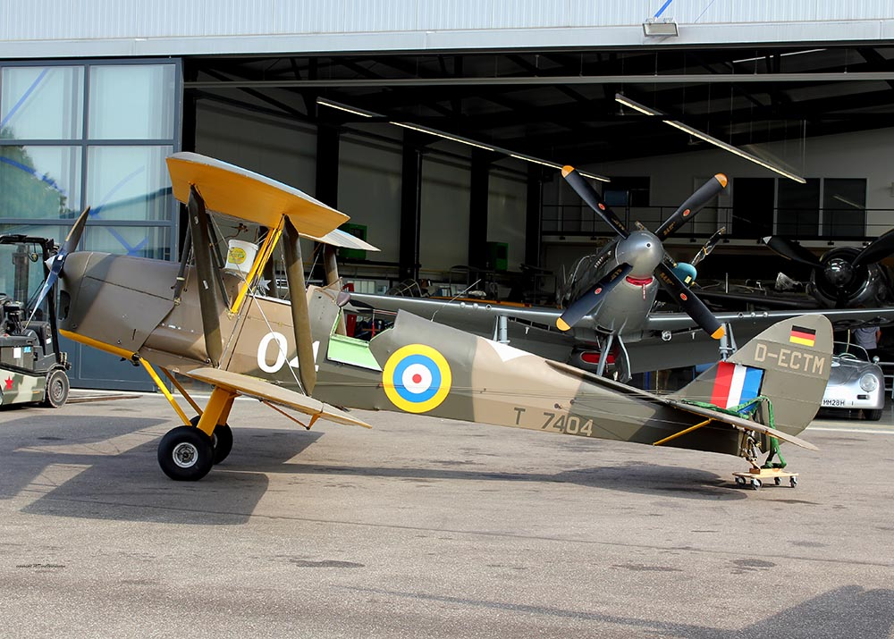 De_Havilland_TigerMoth_D-ECTM_2011-08-2522.jpg