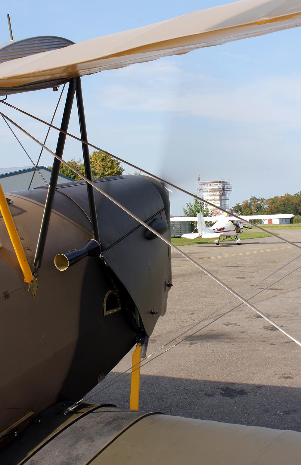 De_Havilland_TigerMoth_D-ECTM_2011-08-2525.jpg