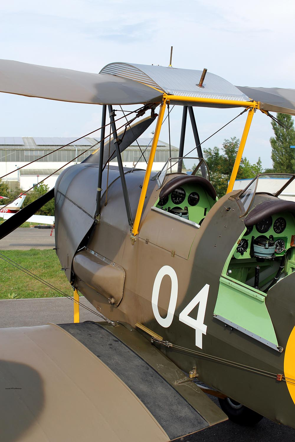 De_Havilland_TigerMoth_D-ECTM_2011-08-257.jpg
