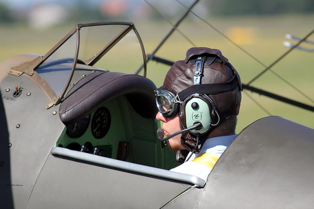 De_Havilland_TigerMoth_D-ECTM_2012-08-17_-1.jpg
