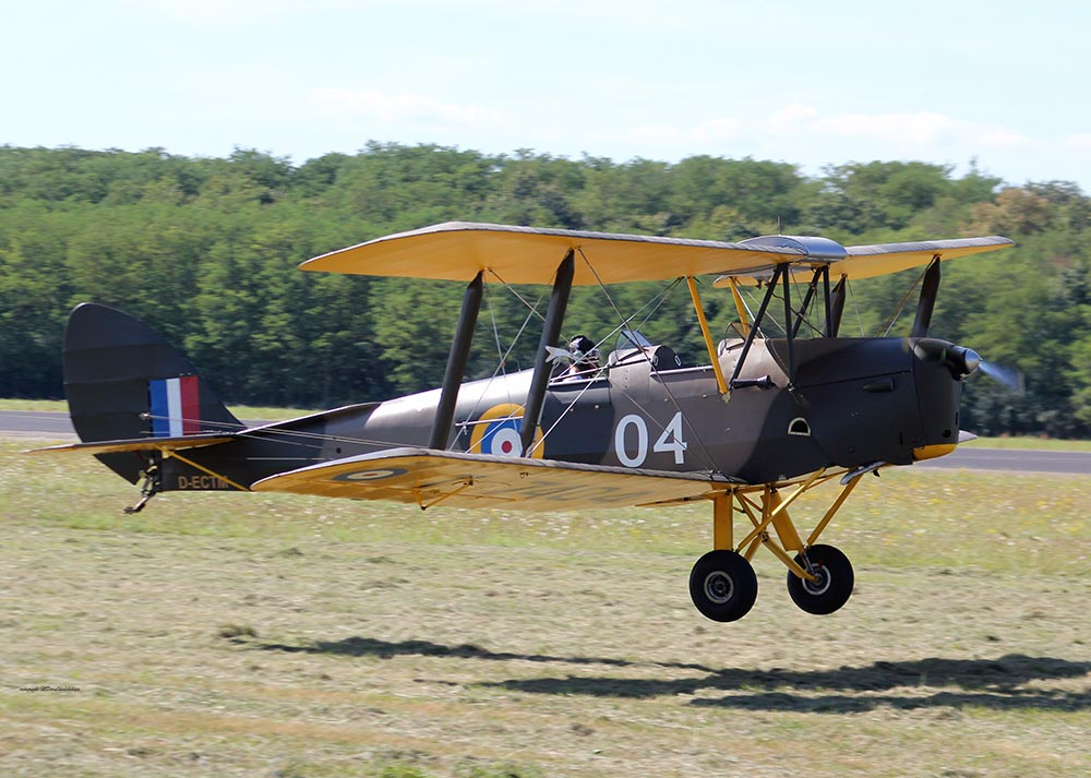 De_Havilland_TigerMoth_D-ECTM_2012-08-17_-25.jpg