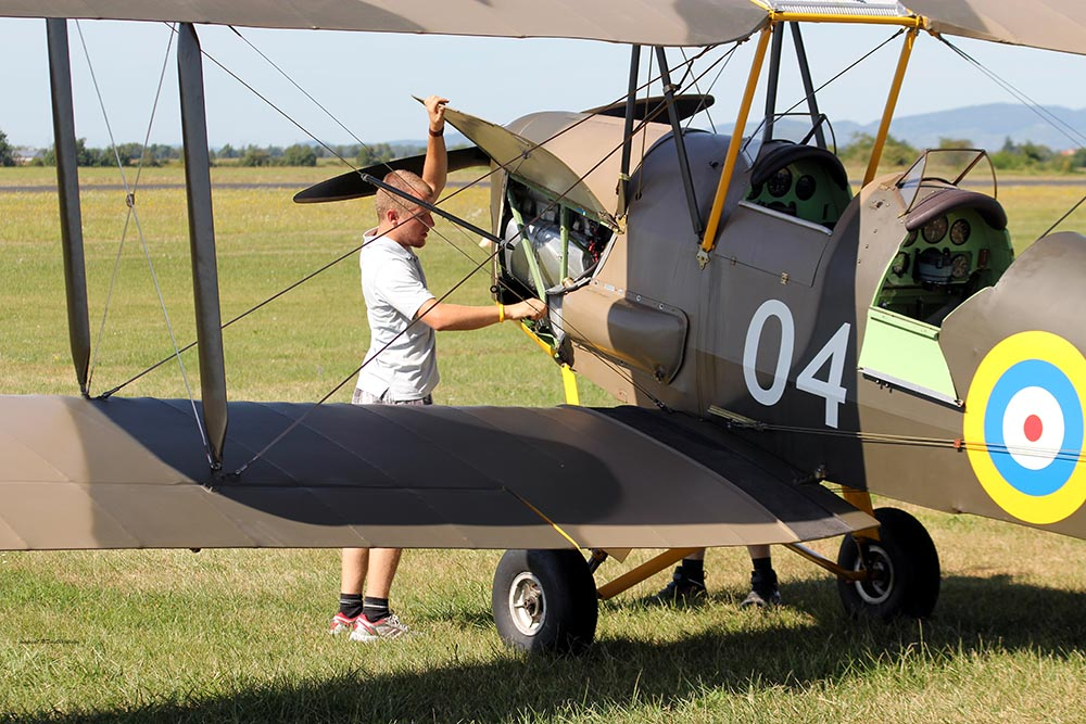 De_Havilland_TigerMoth_D-ECTM_2012-08-17_-9.jpg