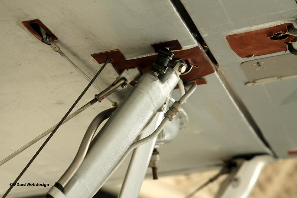 Hawker_Nimrod_wingstrut_fuselage_1.jpg