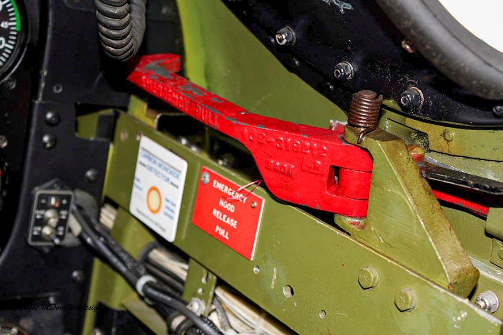 P-51_MissHelen_G-BIXL_2011-10-0710kl.jpg