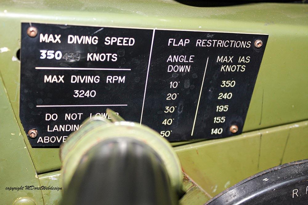 P-51_MissHelen_G-BIXL_2011-10-0712.jpg