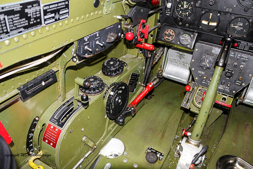 P-51_MissHelen_G-BIXL_2011-10-0730.jpg