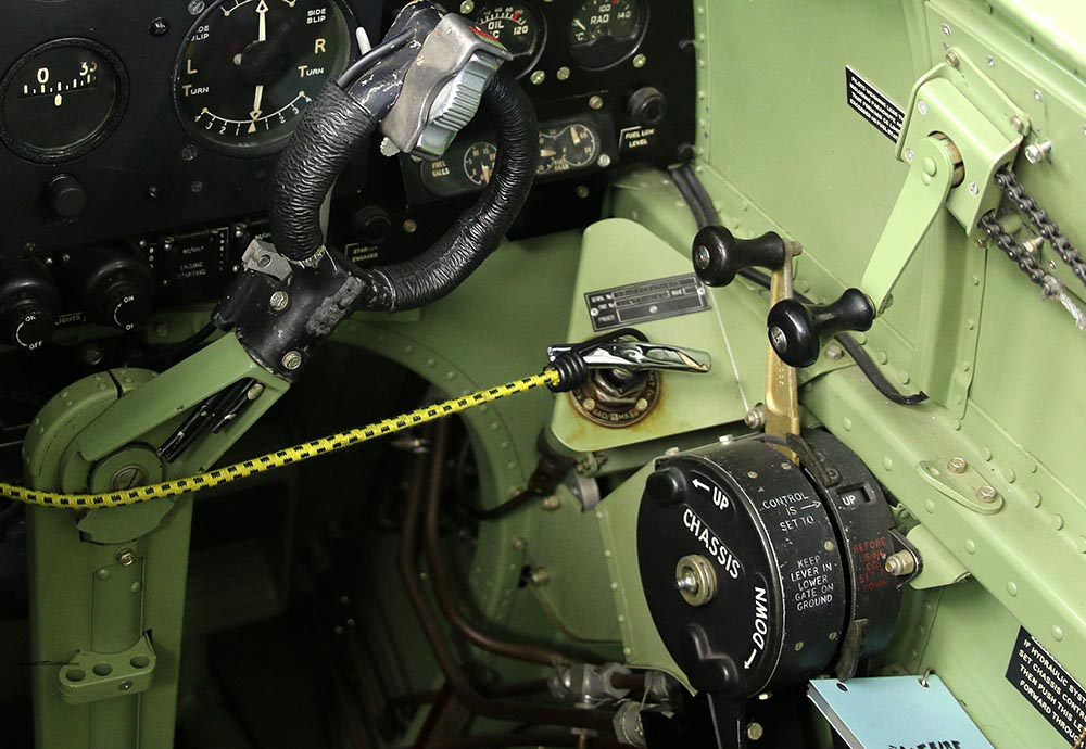 Spitfire_Mk18_TP280_2015-03-2718a.jpg
