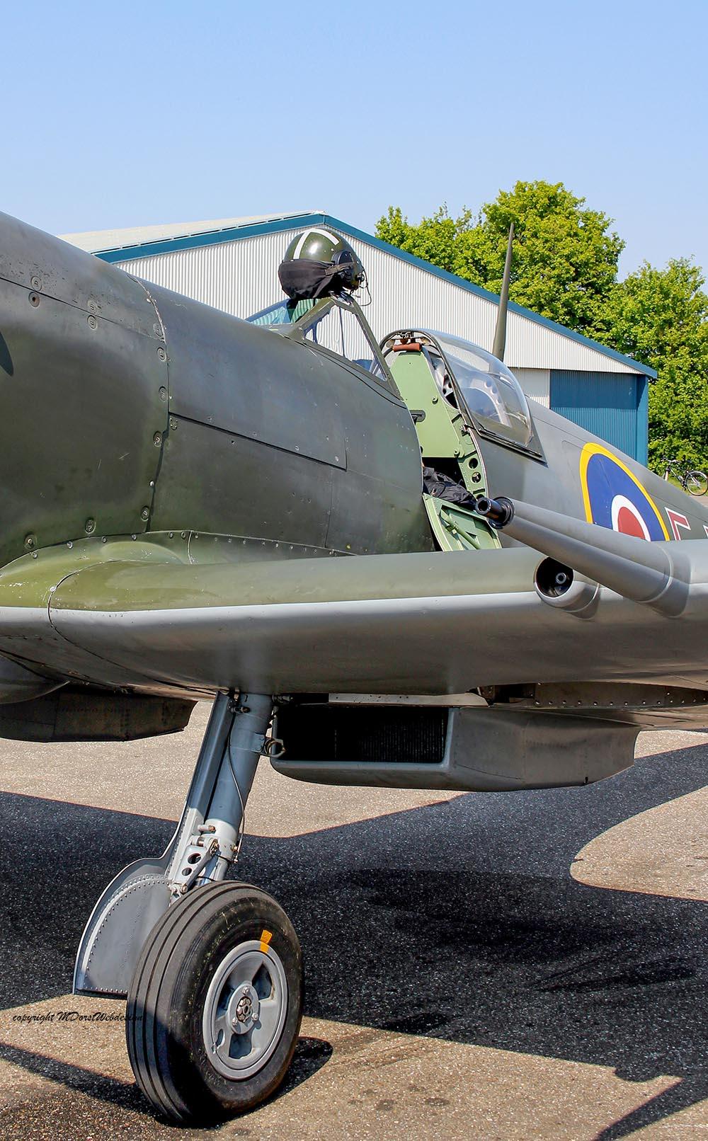Spitfire_MkXVI_TE184_2011-04-2010.jpg