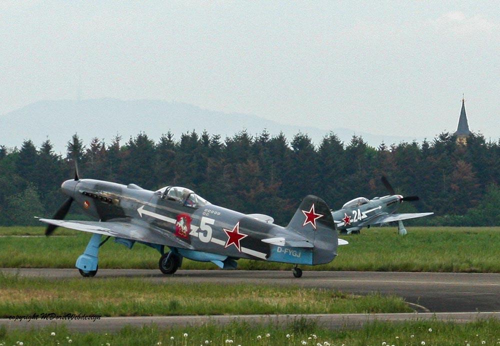 Yak-3_D-FAFL_Rotte_2010-04-302.jpg